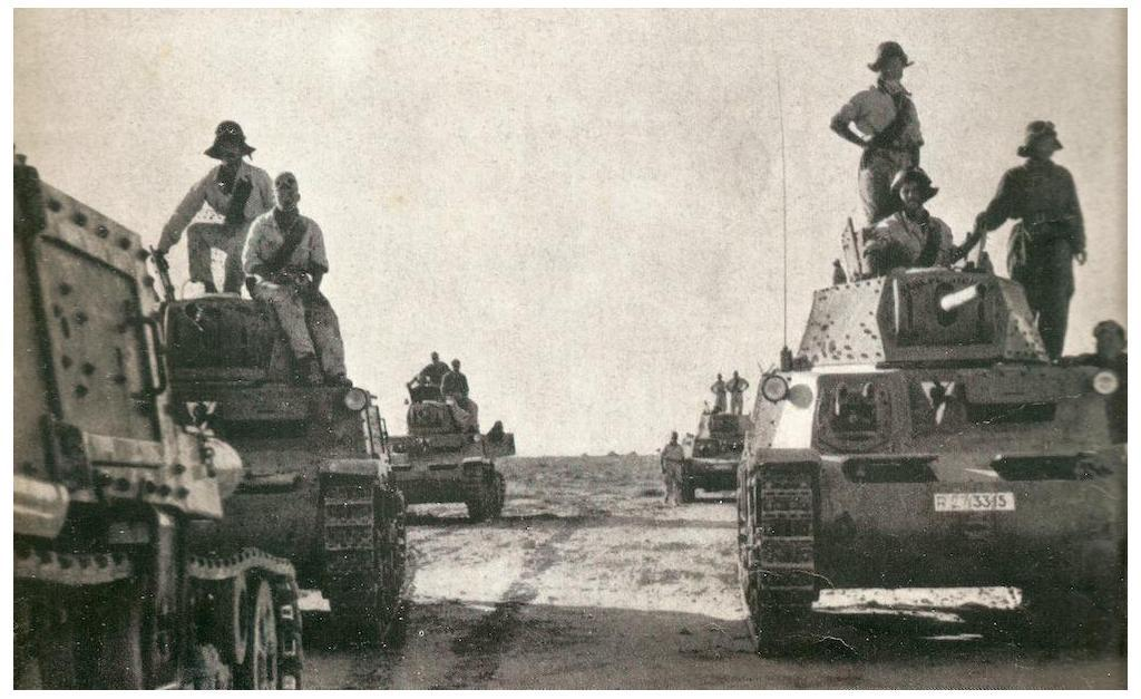 M13/40 medium tanks moving forward in North Africa.