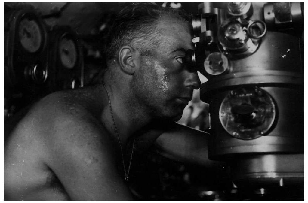 Commander Enzo Grossi of the smg. Barbarigo looks through the periscope off the coast of South America in May 1942. Image: Centro Archivio dello Stato.