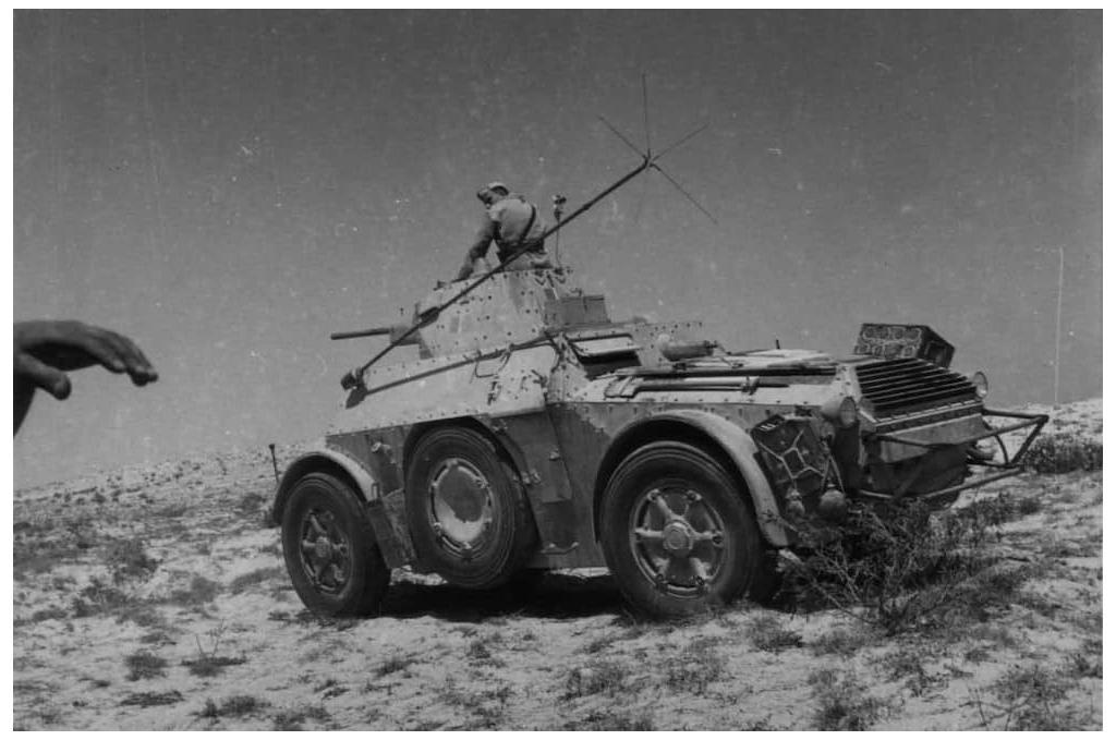 Another view of an AB 41 of the 3rd Armored Group, Nizza Cavalry, Ariete Division in Libya during the summer of 1942. Image: Archivo Centrale dello Stato.
