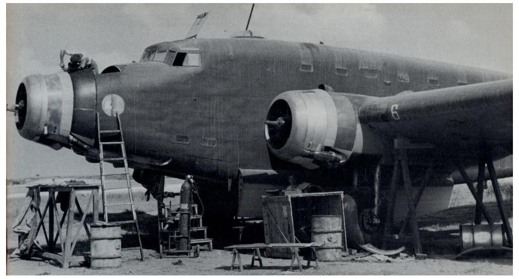 Maintenance work being conducted on an SM.82.