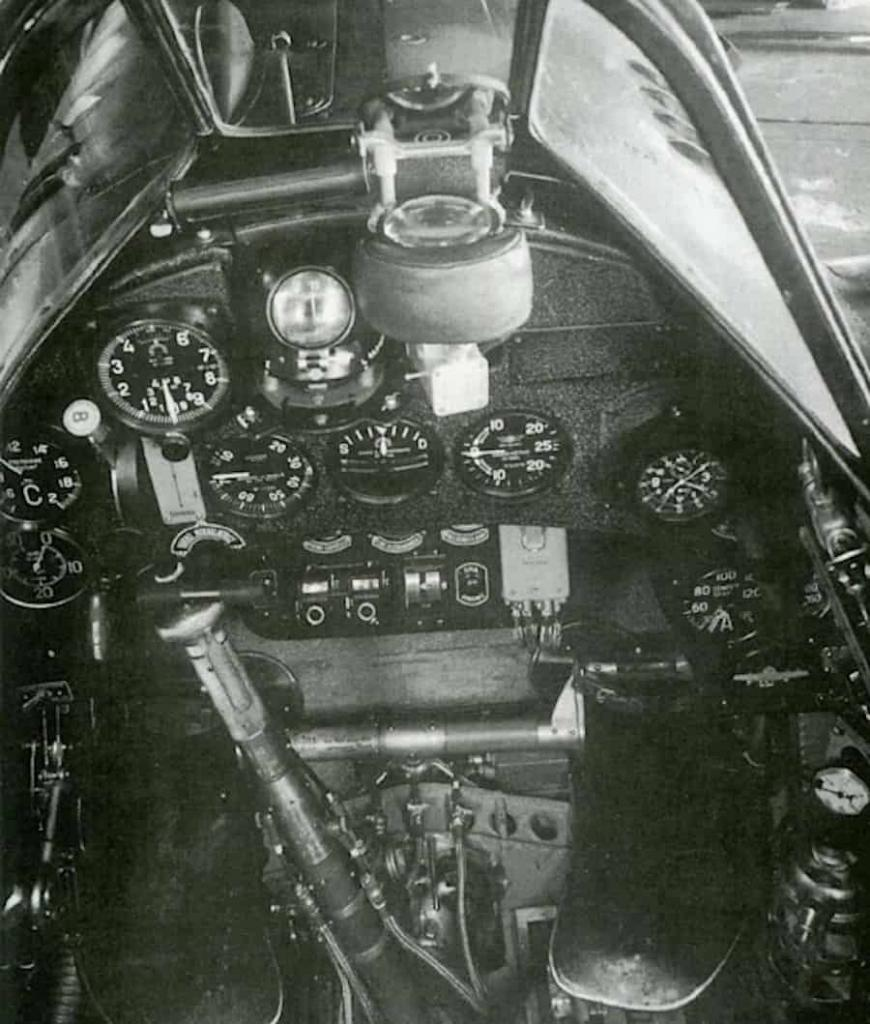 Instrument panel used for VII and XI series Folgore. Image: Aer.Macchi.
