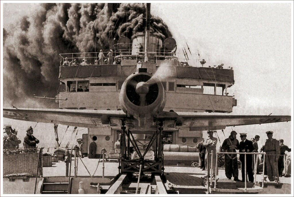 A 1942 photo of the RE 2000 Catapultable SN8281 during the catapult tests on board the Guiseppe Miraglia.