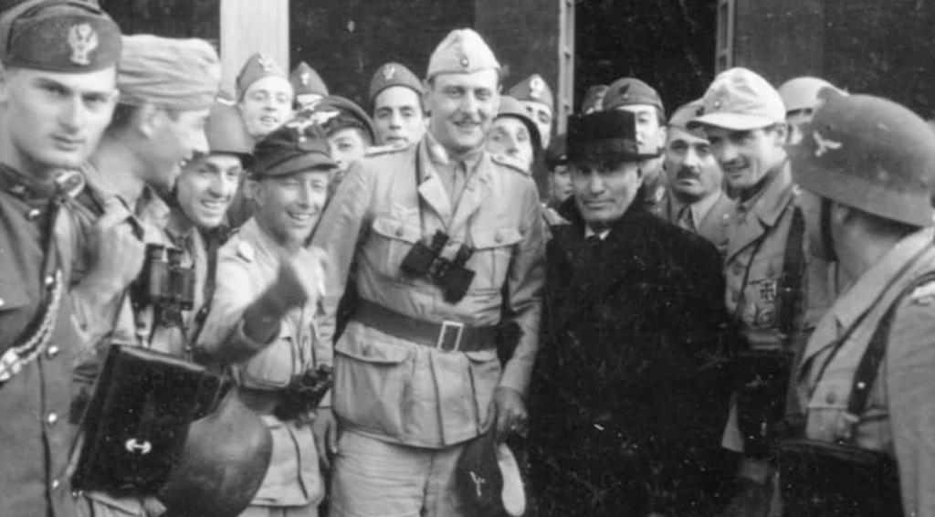 Benito Mussolini standing with German rescuers.