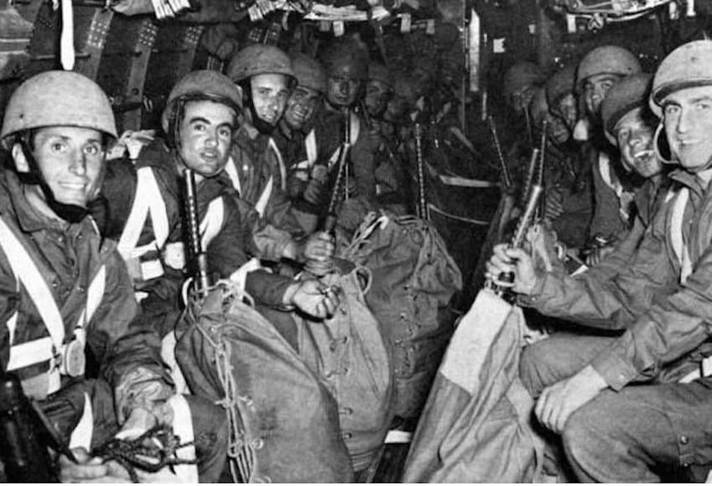 Italian paratroopers take part in Operation Herring in April 1945.