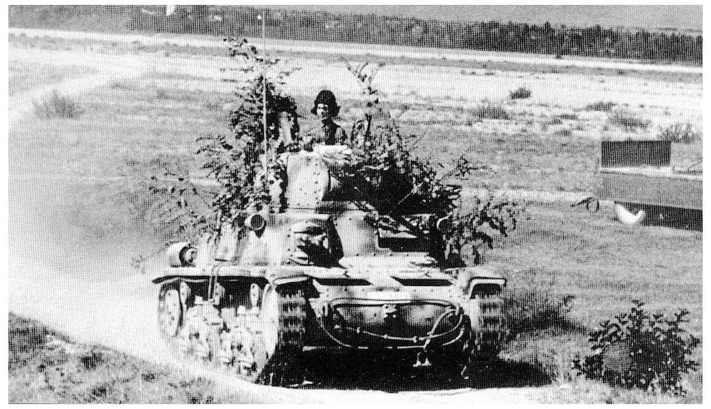 A Fiat M15/42 during trials in Italy.