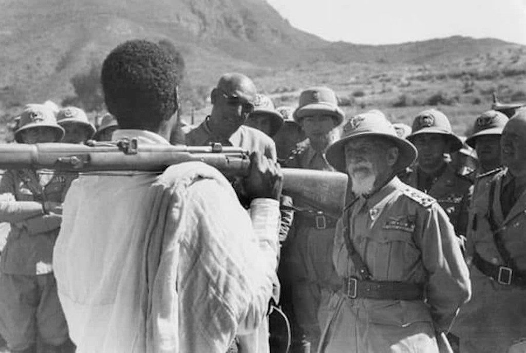 Emilio De Bono speaks to an Ethiopian soldier in 1935.