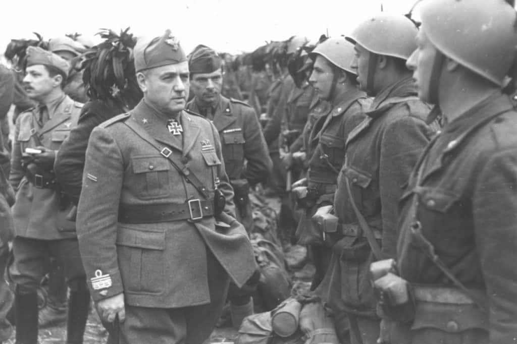 General Giovanni Messe inspecting Bersaglieri infantry.