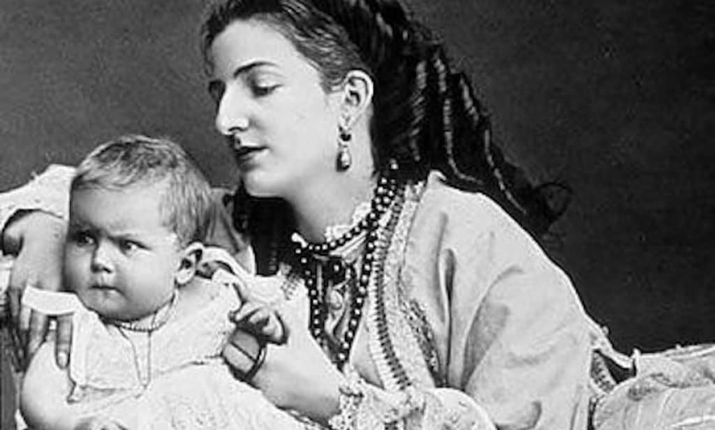 A young Vittorio Emanuele with his mother, Queen Margherita of Savoia.
