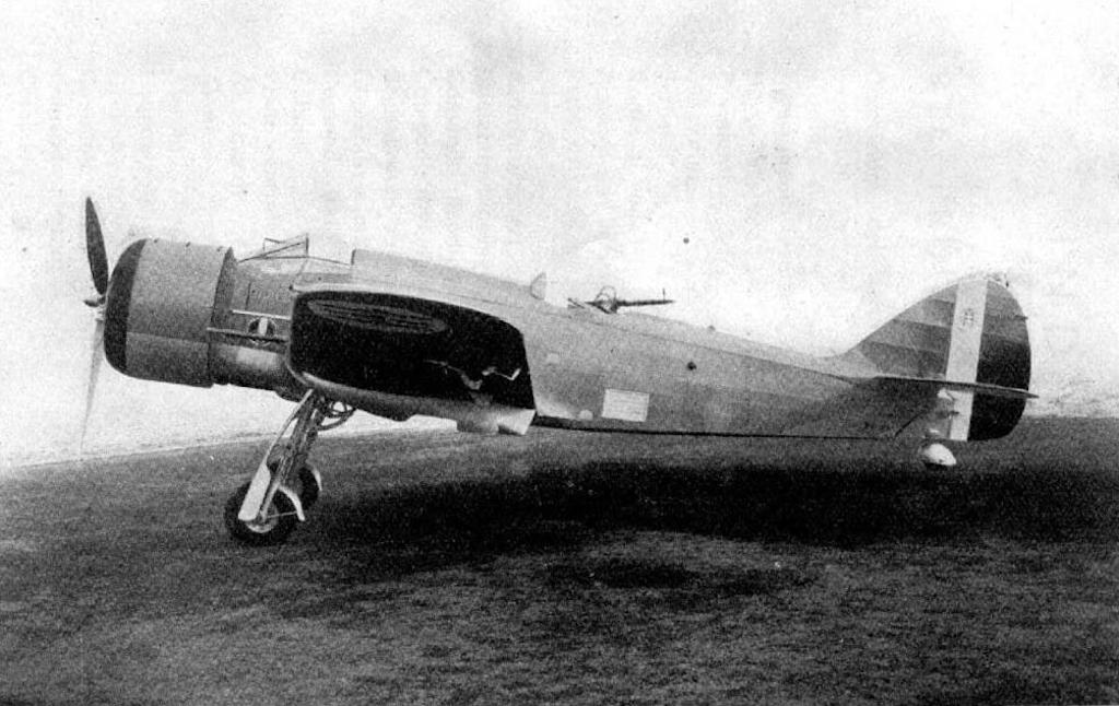 Sideview of the aircraft.