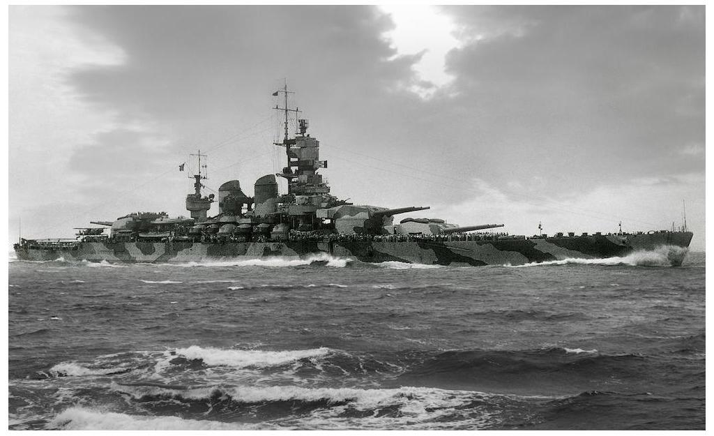A view of the camouflage pattern on the Vittorio Veneto.