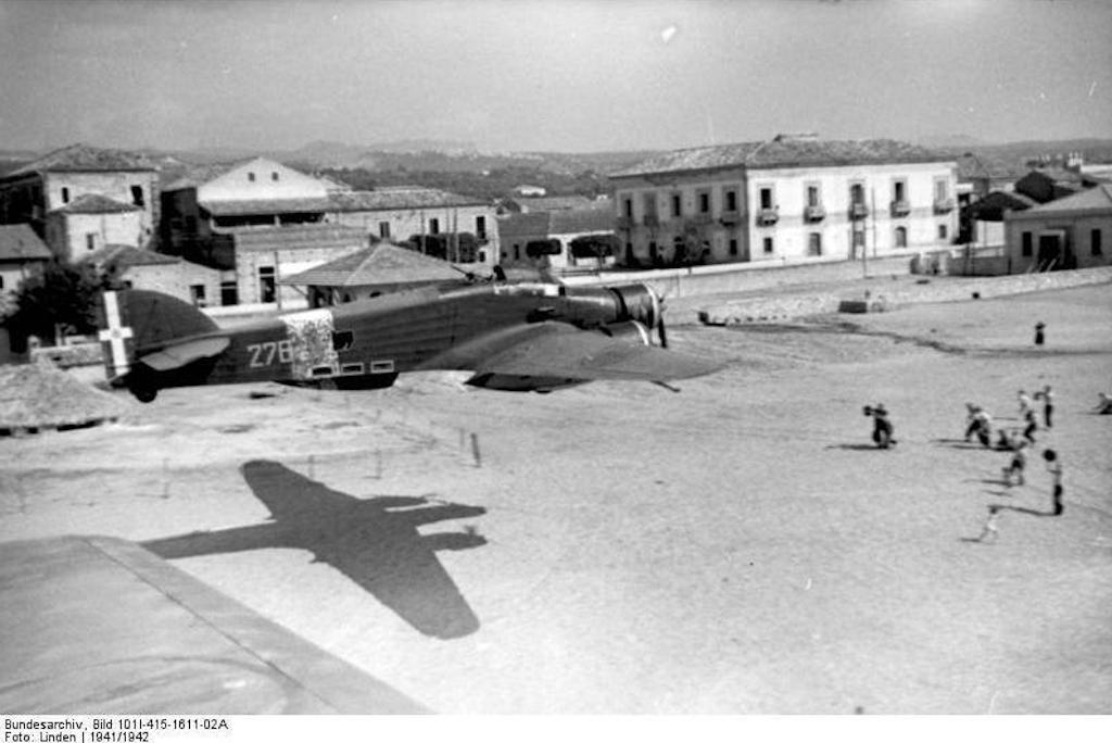 A Savoia Marchetti of the 278° Squadriglia Aerosilurantili flies over a beach in Catania, 1942.