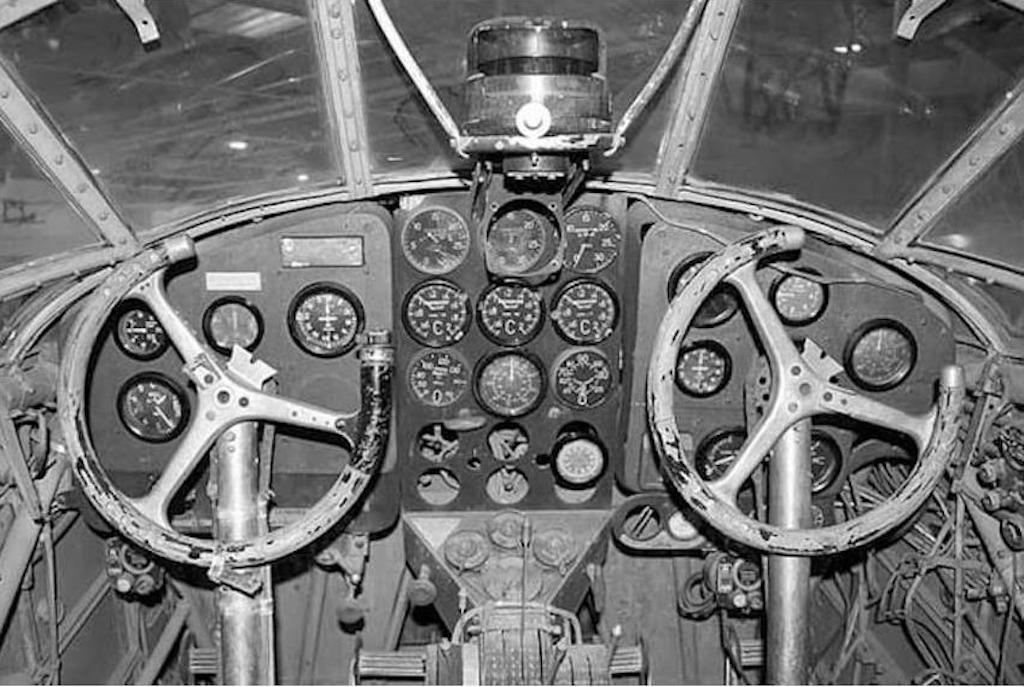 Cockpit and display panel of the Savoia-Marchetti Sparviero.