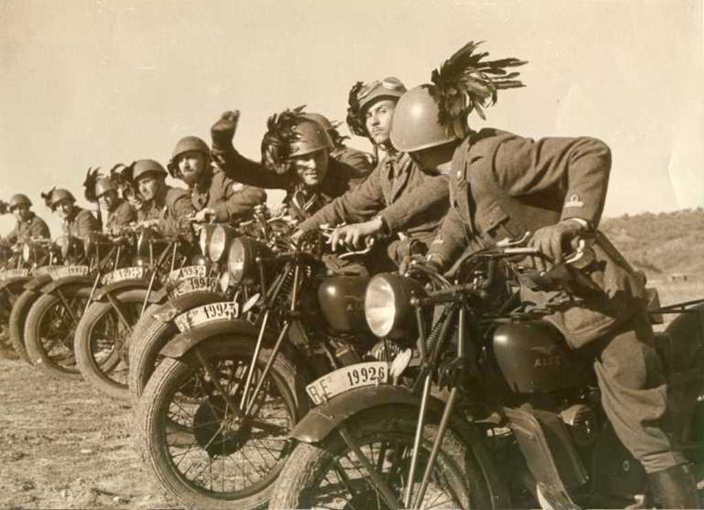 Bersaglieri on their Moto Guzzi's in North Africa.