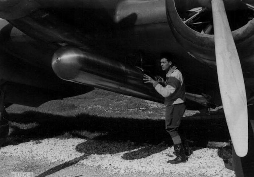 The 450mm aerial Fiume Torpedo being loaded on an SM.79.