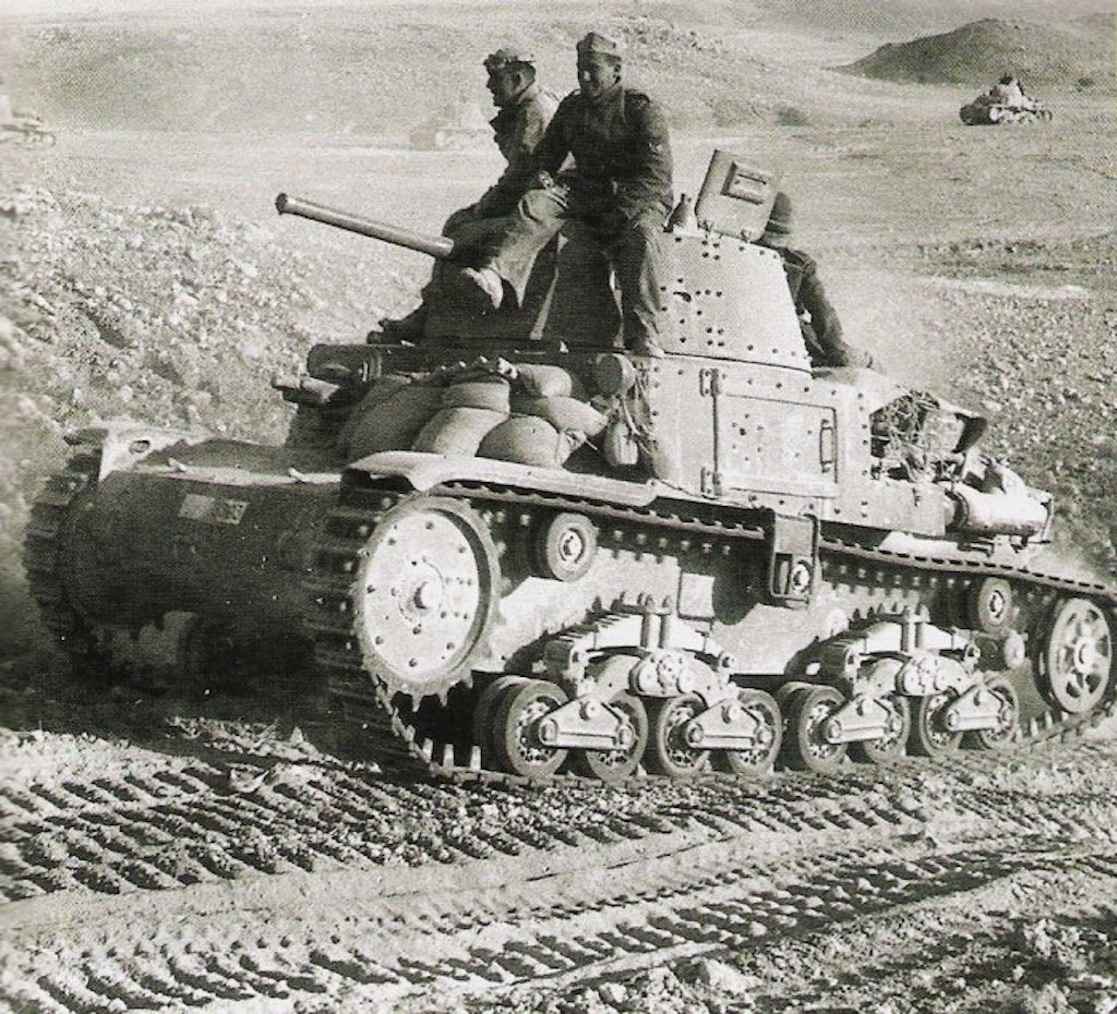 An M13/40 in North Africa in 1942.