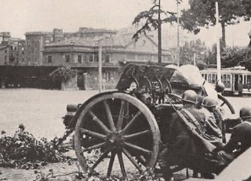 An artillery piece in the streets of Rome