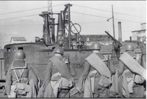 """Marines of the """"San Marco"""" regiment in front of submarine Finzi"""